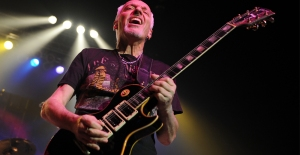 peter-frampton-throw-phone